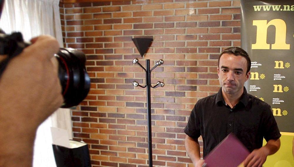 Mikel Irastorza en una rueda de prensa como representante del Foro de Debate Nacional