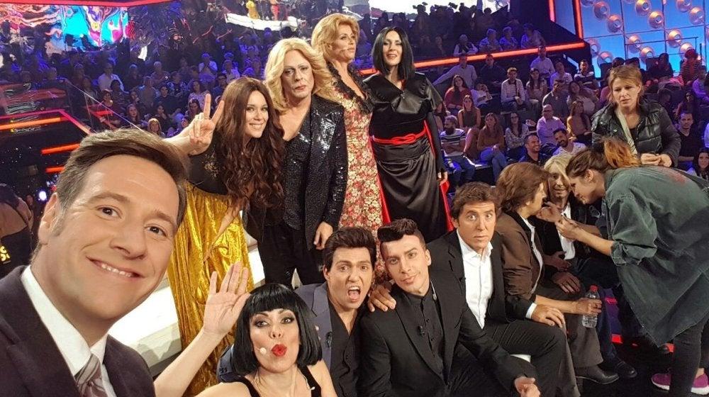 El elenco de 'Tu cara me suena' se hace un selfie en la quinta gala