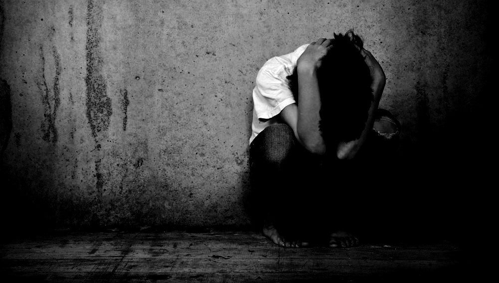 Recreación de una escena de maltrato infantil