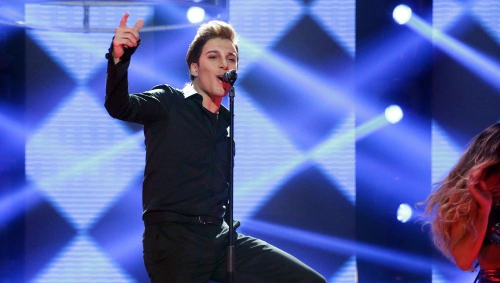 Blas Cantó se suelta la melena y vive la vida loca para imitar a Ricky Martin