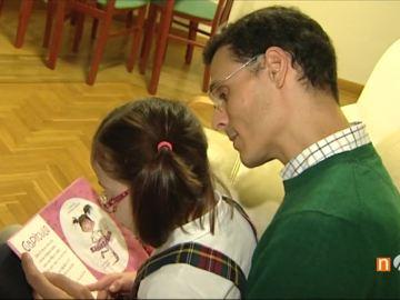 Marcos Chicot junto a su hija Lucía, que tiene síndrome de Down