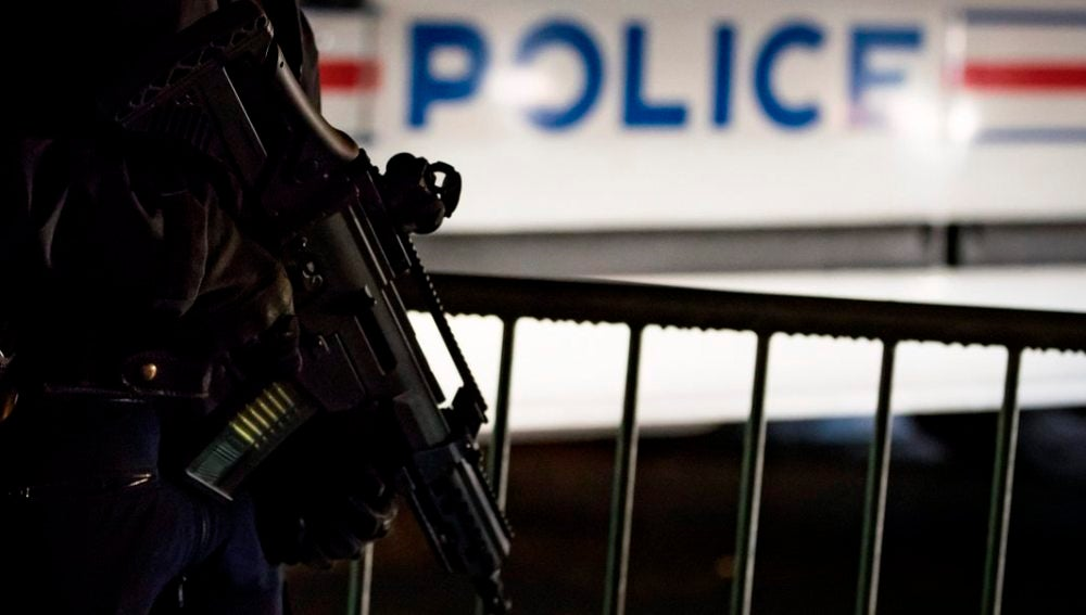 Policía armado en Francia