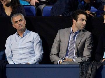 José Mourinho y Gerard Piqué, juntos en el partido de tenis