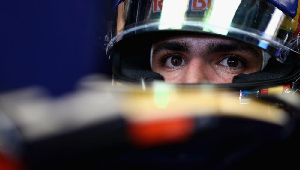 Sainz, en el cockpit del Toro Rosso