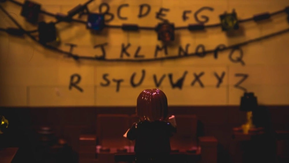 Frame 171.124471 de: Versión de 'Stranger Things' con figuras de Lego
