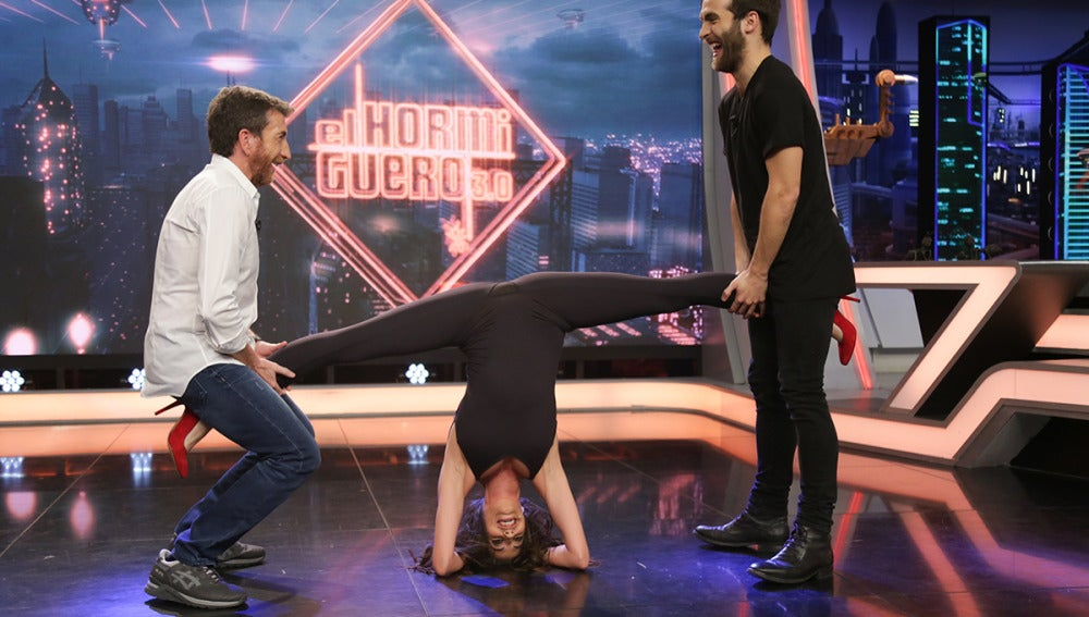 Almudena Cid nos muestra su gran elasticidad en 'El Hormiguero 3.0'