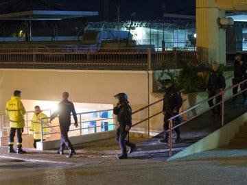 Policías en el CIE de Murcia tras el motín