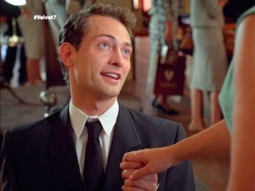 Carlos vuelve a pedirle matrimonio a Ana para casarse cuanto antes