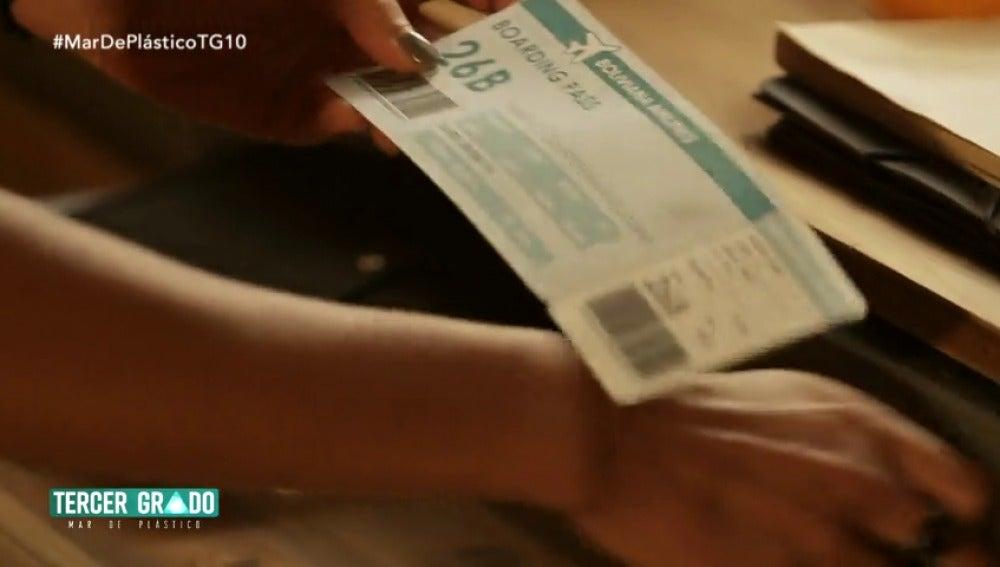 Frame 9.568458 de: ¿Para qué quiere Pilar ese billete de avión?
