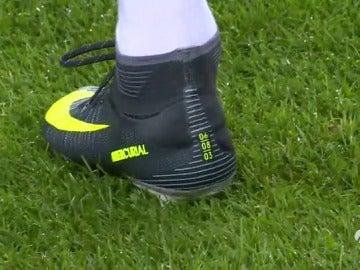 Frame 9.301192 de: Las botas conmemorativas de Cristiano Ronaldo contra el Sporting en Champions