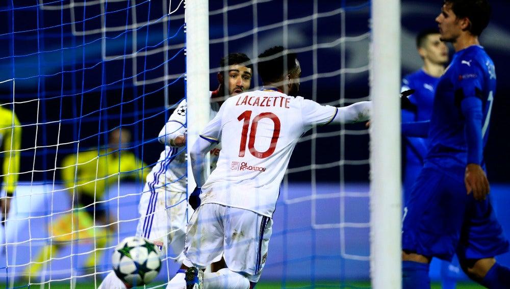 Lacazette logra el gol del Lyon
