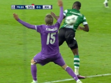 Coentrao hace penalti ante el Sporting de Portugal