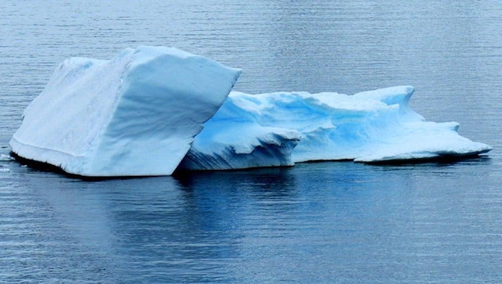Bloque de hielo en la Antártida