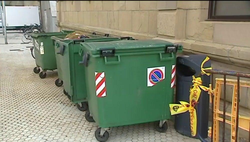 Frame 30.757504 de: La Ertzaintza rescata con vida a un bebé que había sido abandonado en un contenedor en San Sebastián