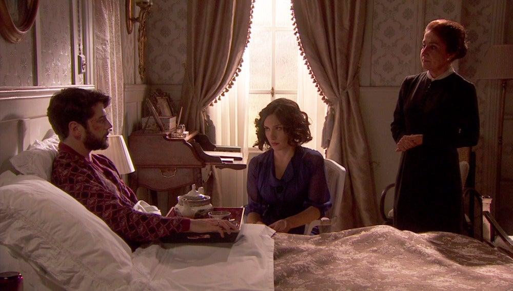 Hernando le pide a Camila que consiga una silla de ruedas