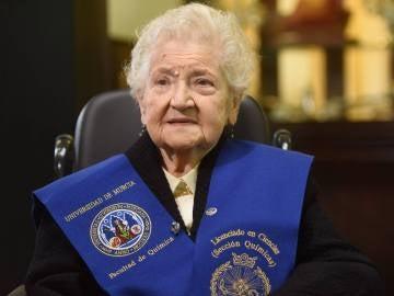 Fernanda Pozo Carreño, la anciana de 94 años que ha conseguido el título de Química