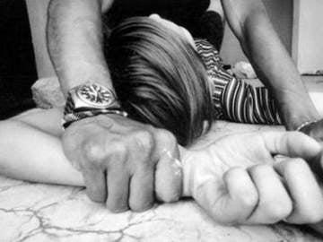 Un padre agrede sexualmente a su hija menor de edad