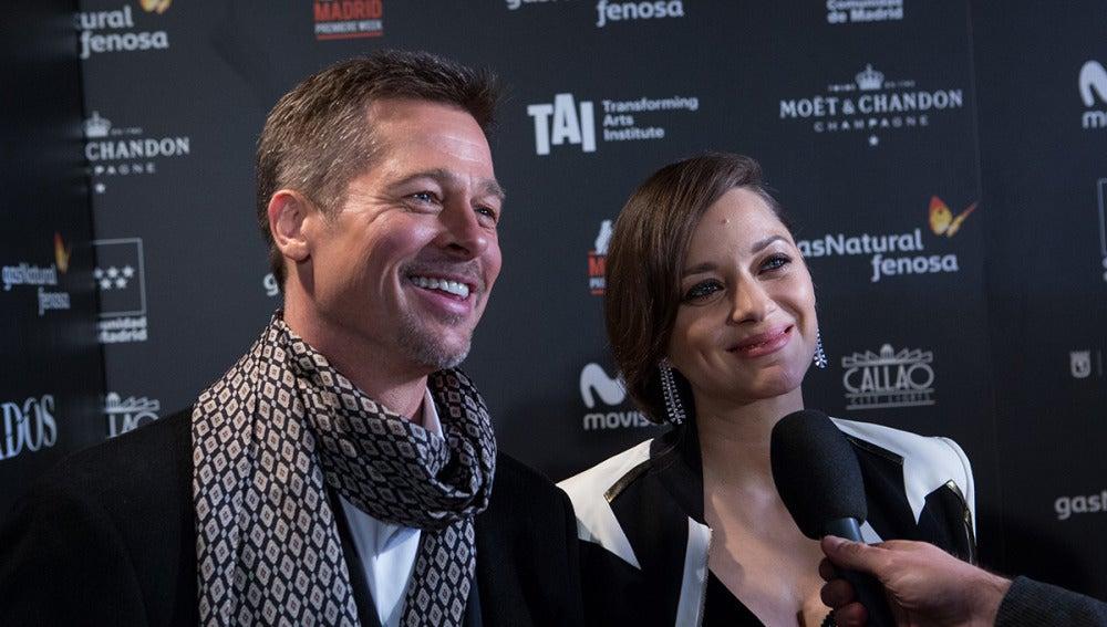 Brad Pitt y Marion Cotillard, muy sonrientes