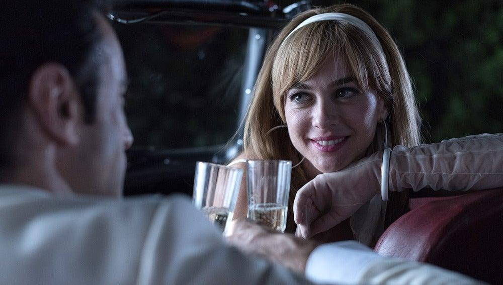 Clara y Mateo brindan por una noche mágica