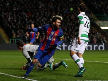 Leo Messi celebra su gol ante el Celtic de Glasgow