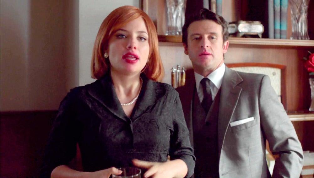 El abogado de los Alcocer sorprende a Patricia y a Enrique besándose