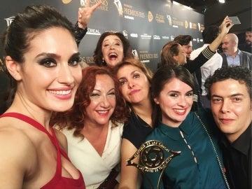 El elenco de 'El secreto de Puente Viejo' recoge el premio por su gran trayectoria