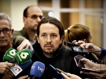 Pablo Iglesias habla ante los medios