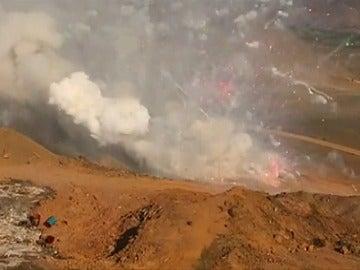 Frame 17.933032 de: Detonación controlada de 21 toneladas de fuegos artificiales ilegales