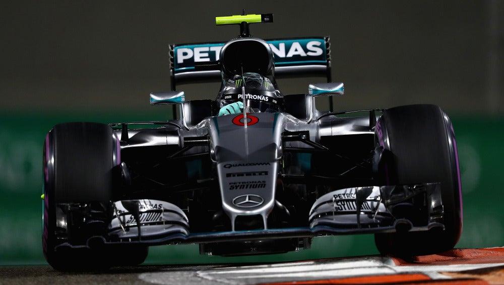Nico Rosberg, rodando en Abu Dabi