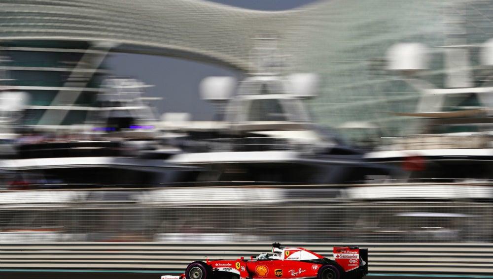 Sebastian Vettel, rodando en Abu Dabi