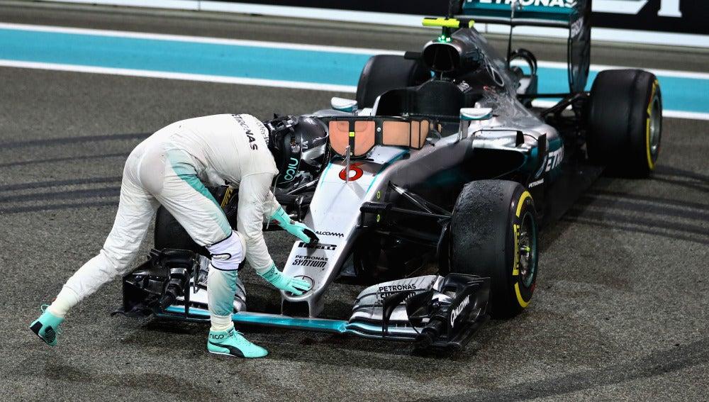 Nico Rosberg 'agradece' a su coche
