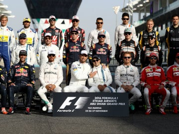 Última foto de familia de la F1 2016