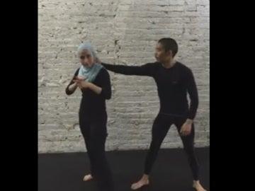Zaineb Abdulla durante una de sus clases