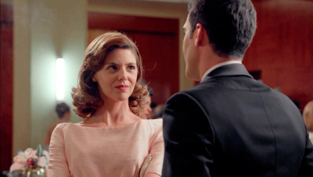 Cristina Otegui coquetea con Alberto desde el primer capítulo de 'Velvet'