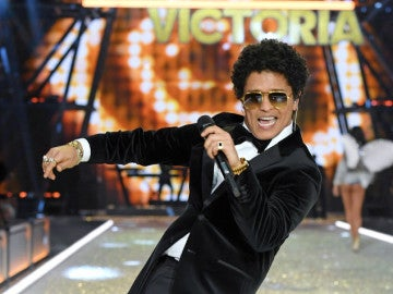 Bruno Mars en el desfile de Victoria's Secret 2016