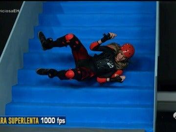 Frame 110.185785 de: Patricia Montero se cae por las escaleras de 'El Hormiguero 3.0'