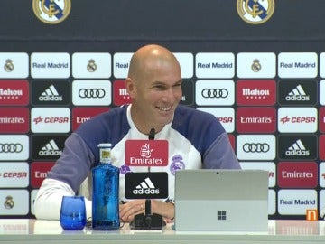 Frame 18.451993 de: Zidane