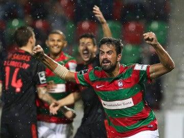 Maurício celebra su gol contra el Benfica