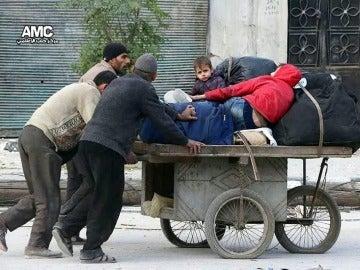 Multitud de familias abandonan Alepo
