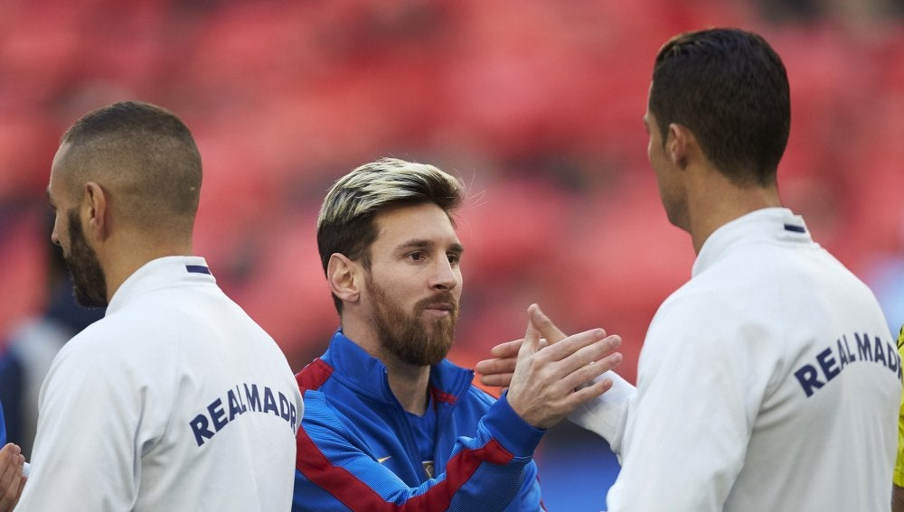 Messi y Cristiano se saludan antes de un Clásico en el Camp Nou