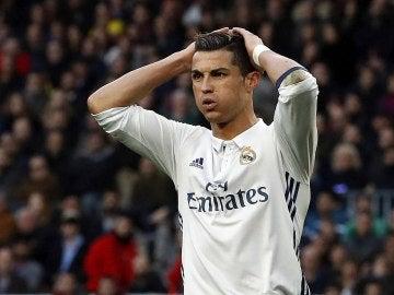 Cristiano Ronaldo se lamenta tras una jugada