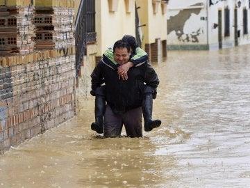 El agua llega por la rodilla en Cártama