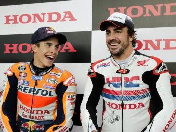 Alonso, con Marc Márquez