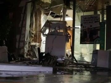 La explosión afectó también a parte de la oficina bancaria