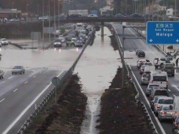 Frame 2.887659 de: Continúa la alerta por fuertes lluvias en Cádiz, Málaga, Comunidad Valenciana y nordeste de Cataluña tras un fin de semana negro