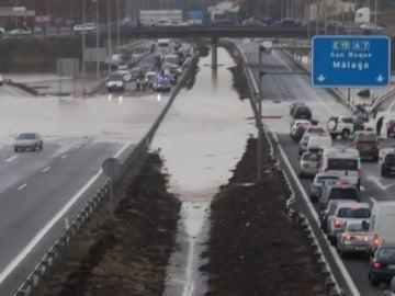 Frame 0.0 de: Continúa la alerta por fuertes lluvias en Cádiz, Málaga, Comunidad Valenciana y nordeste de Cataluña tras un fin de semana negro