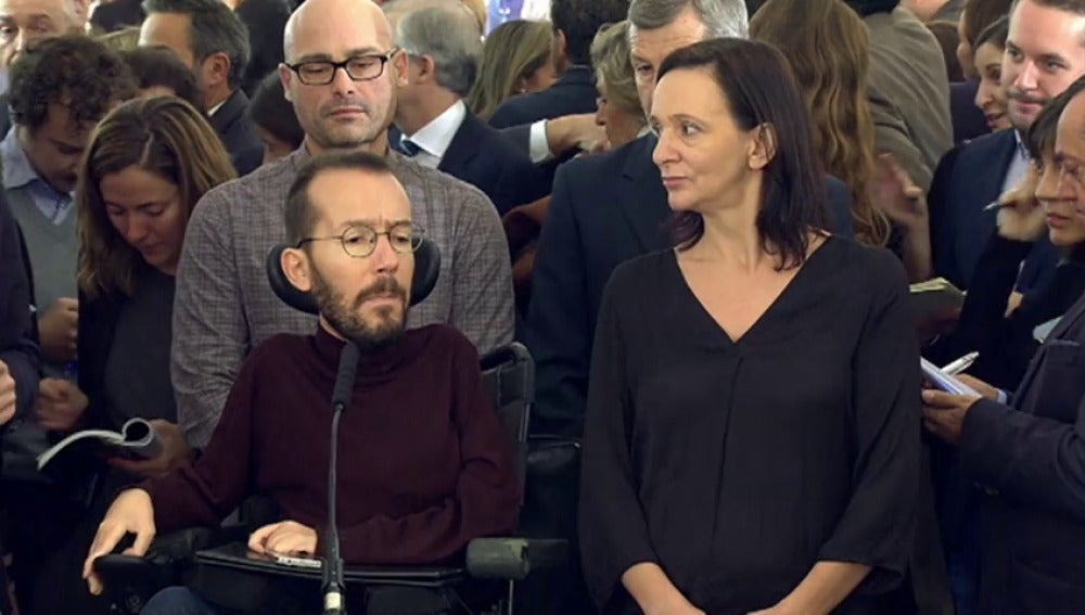 """Frame 0.0 de: Podemos acusa a los gobierno del PP y del PSOE de """"violar diariamente"""" la Constitución"""