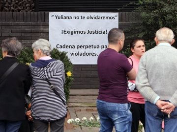 Cartel exigiendo justicia tras la muerte de la niña Yuliana, en Colombia