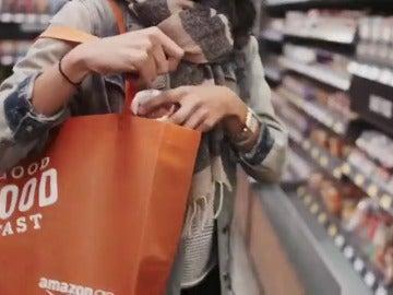 Frame 13.098822 de: Amazon presenta una red de supermercados sin cajeros ni esperas