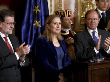 La presidenta del Congreso, Ana Pastor, el presidente del Gobierno, Mariano Rajoy, y el presidente del Senado, Pío García Escudero